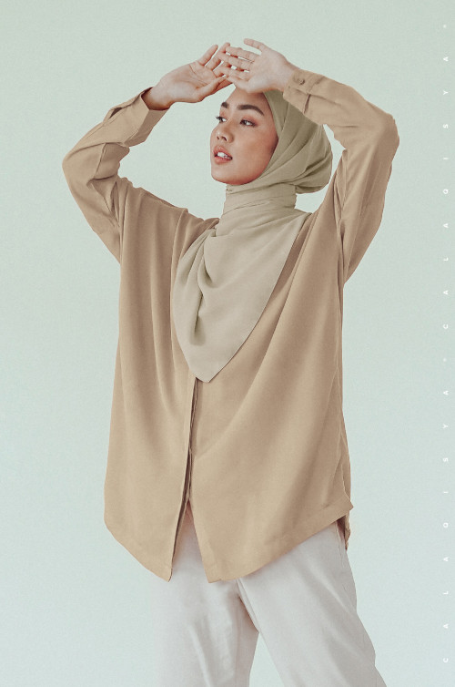 AIILY TOP IN PRAIRIE SAND
