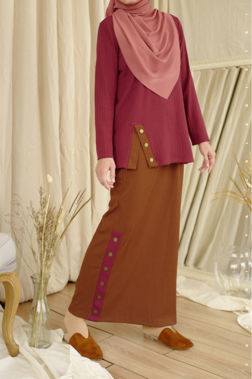IRONLESS: Comfortwear Faay Skirt In Caramel Cafe