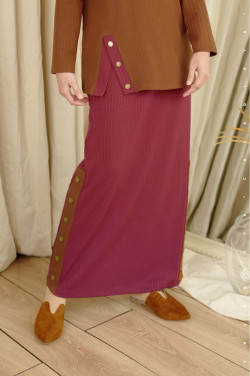 IRONLESS: Comfortwear Faay Skirt In Persian Red