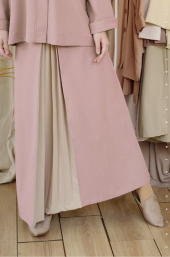 Rain Pleated Skirt In Adobe Rose