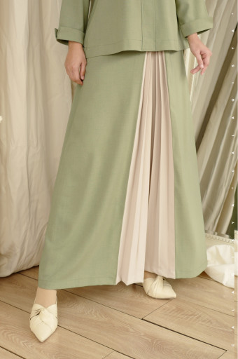 Rain Pleated Skirt In Green Tea