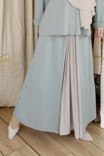 Rain Pleated Skirt In Silver Blue