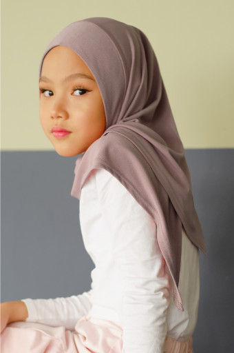 IRONLESS: Jasmine Kids Hijab In Wood Smoke