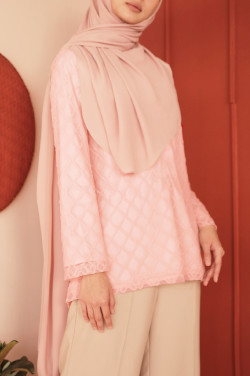 Ivy Top In Cloud Pink