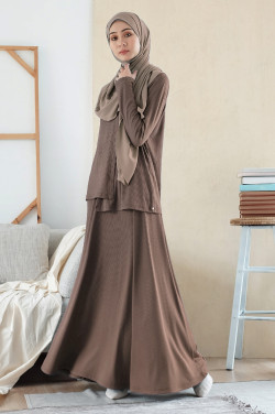 Comfortwear: Taka Set In Dusty Brown