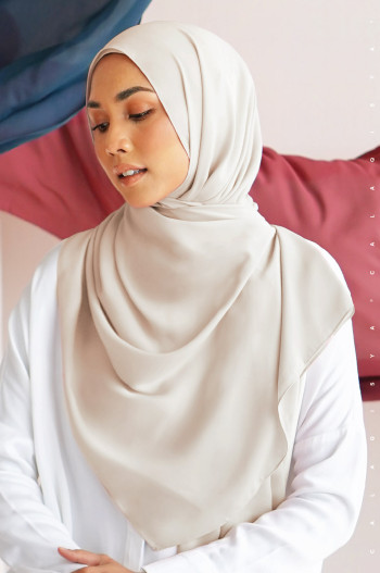 Burj Basic Shawl In Airy Light Grey