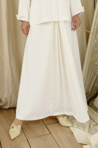 Rain Pleated Skirt In Off White (Fully Lined)